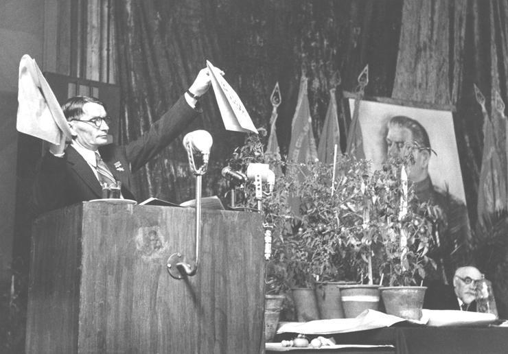 Лысенко на сессии ВАСХНИЛ