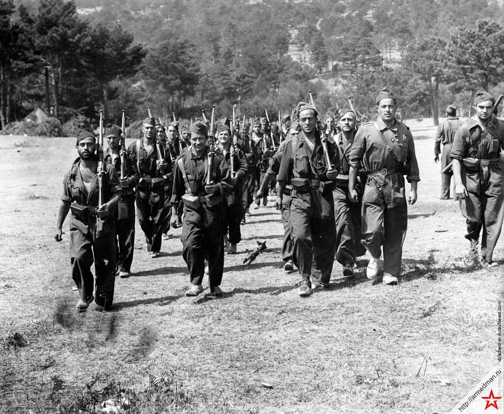 Республиканцы двигаются в направлении линии фронта, проходящей в горах Гвадаррамы. 9 сентября 1936 г