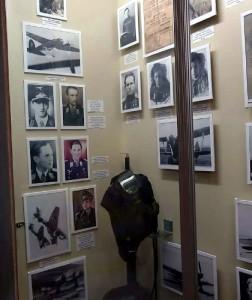 Портреты фашистских лётчиков на почётном месте в музее в Туапсе.
