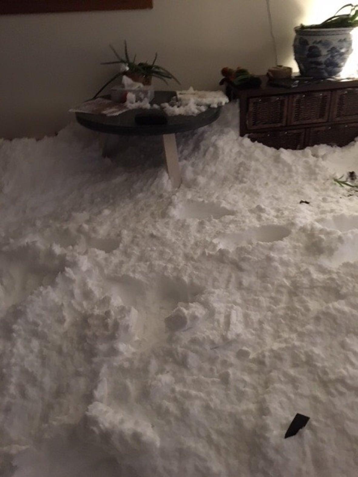 снег в доме1