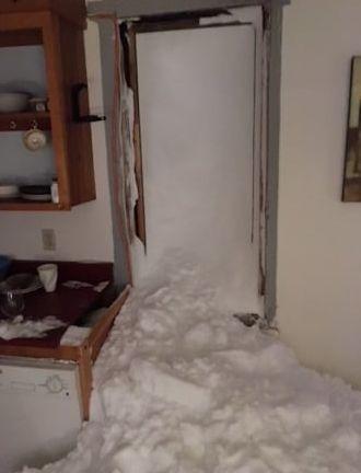 снег в доме2